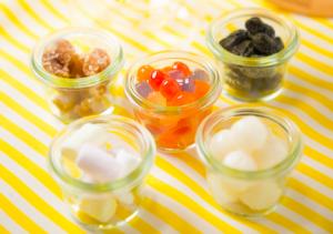 セットで5種類のアクセント(黒豆、タピオカ、白玉、マシュマロ、マロングラッセ)から、お気に入りのひとつを選ぶことができます