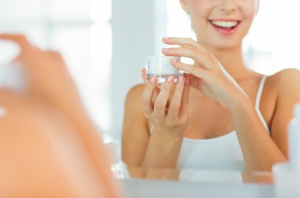 化粧水、乳液、美容液、クリームなどもセラミド配合のもので揃えることで、相乗効果が期待できます