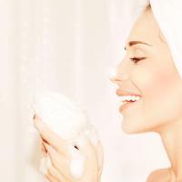 濃密な泡でつるつる肌に!美容家注目の「泥洗顔料」3選