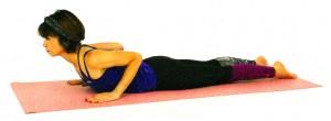 両肘を背中に引き寄せるイメージで、肩甲骨を引き寄せ、胸を開きます