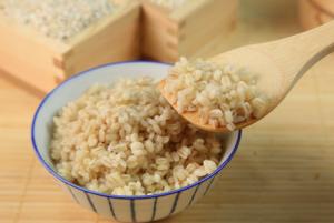 未精製の食品(玄米、そば、てんさい糖)