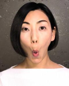 口を「お」の形にして、鼻の下を伸ばし「おー」と声を出しましょう