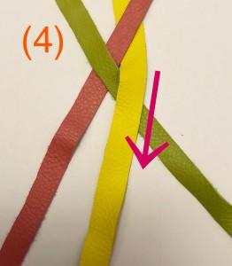 次に、ミドリの毛束とピンクの毛束を交差させます