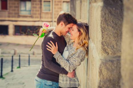 情熱的な恋の予感!?3月の「恋愛運が好調な星座」ベスト3