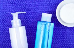 脂性乾燥肌の状態がわかったら、まず洗顔方法を改善してみましょう。