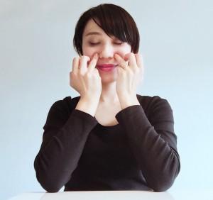 腰の不快感を和らげるツボ押し方法