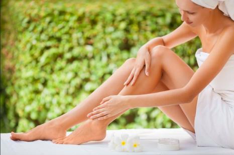 ひざの黒ずみの原因は?皮膚科医が教える「ひざの黒ずみ対策とケア法」