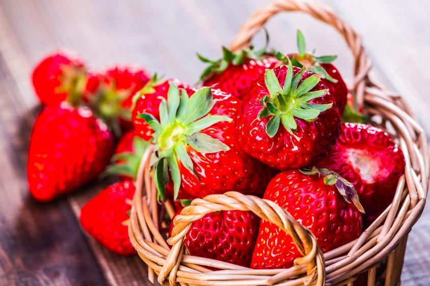 身体を整える!「季節の変わり目」に食べたいフルーツ3つ (1)イチゴ