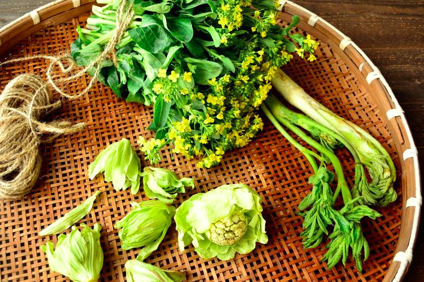 ほろ苦さが美肌の秘訣!?「春野菜」デトックスレシピ3つ