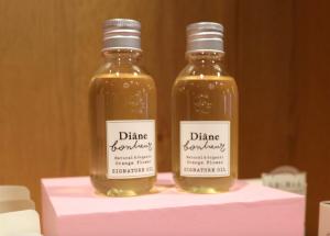 ダイアンボヌール <グラースローズの香り>シグネチャーオイル 100ml 1,900円(税抜)、<オレンジフラワーの香り>シグネチャーオイル 100ml 1,900円(税抜)