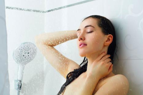 今より美肌になる入浴法って?週1でOKの「温冷浴」の方法