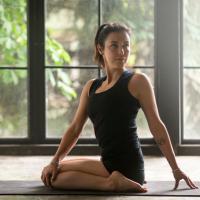 体が硬いと太りやすい?柔軟性を高める生活習慣&ストレッチ