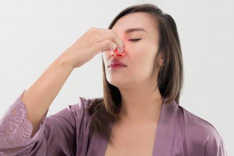 顔ツボで目のかゆみケア!目、鼻の症状に◎なツボまとめ