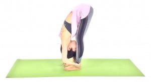 できる人は、両手を足首に添えたままお腹と太ももをつけ、額をすねの間につけた状態で10呼吸繰り返しましょう。動作中は肩や首に力が入り過ぎないように、吐く息とともに緊張を解きながらゆっくり筋肉を伸ばしましょう