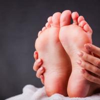 スニーカーで臭い菌が40倍に!?夏の「足の臭い対策」5つ