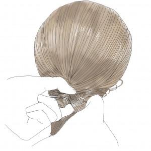 ゆるふわ感を出すために、髪の毛をほぐします