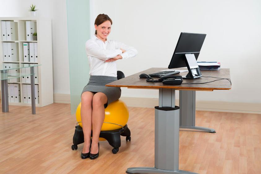腰痛改善に◎座ったままできる「ヨガポーズ」