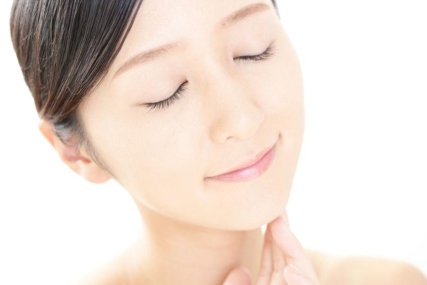 美容家が実践。有名クリームの裏技で老け見えシミ肌対策を!