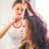 美容師が教える「巻き髪ウォーター」のNG使用法3つ