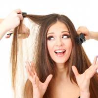 前髪チェンジで小顔効果も!美容師が教える「前髪ブロー術」