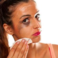 化粧残りでサビ肌に!?「サビ肌が加速するNG習慣」4つ