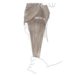 耳から上の部分の髪の毛を分けとって、髪の毛を上下二つに分けます。二つに分ける時は、ハーフアップする時と同じとり方でOKです