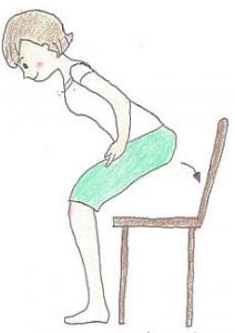 お尻を後ろに引くようにしながら、ゆっくり膝を曲げる。腰、お尻、ももの筋肉を意識することがポイントです。