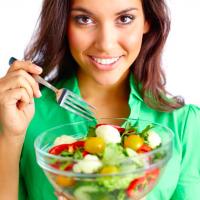 夏の◯◯食べ過ぎで太る!?「夏太りを招くNG食習慣」4つ
