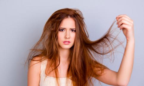 髪洗いすぎでツヤ不足に!?「髪がパサつくNG習慣」7つ