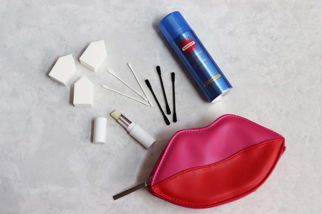 持ち運びに便利!夏の「化粧崩れ対策アイテム」4つ