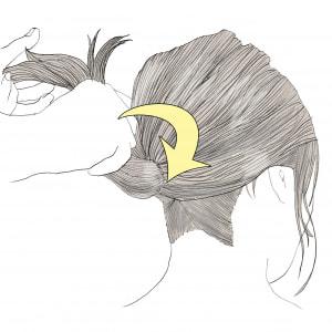 画像のように、矢印の方向に向かって時計周りに、毛先をポニーテール部分のゴムに巻きつけていきます