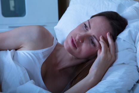 ◯◯不足で睡眠の質が低下!?寝苦しさ解消に◎な食材2つ