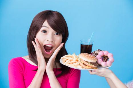 糖質バテで太る!?医師が教える、夏太りするNG習慣3つ