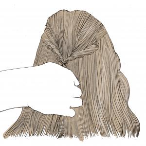 結んだ頭頂部をくるりんぱにします。くるりんぱは、髪を半分に分けて、その分けたところに毛先を入れ込みます。最後に、入れ込んだ毛先をギュッと引っ張ると、くるりんぱの完成です