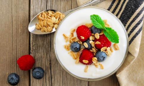 ヨーグルト+◯◯が効く!腸活に役立つ「食べ合わせ」3つ