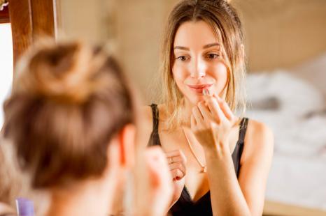 化粧室では◯◯をチェック!美人の「ながら美容術」3つ