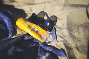 日焼け止めが落ちやすくなる原因を理解すれば、日焼け止めを落ちにくくする対策について答えが見えるようになります