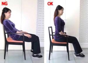 股関節・骨盤・肩が1直線になっている。つま先とひざは同一方向にし、ひざの下にかかとがくるようにする。