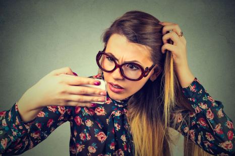 「髪の分け目」に要注意!?「女性の薄毛」の原因と対策