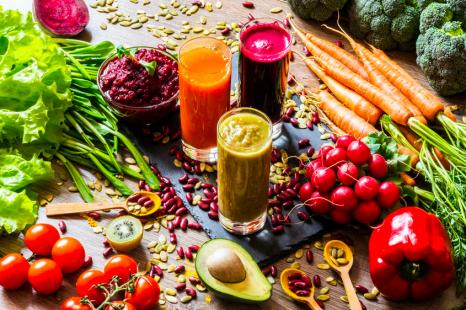 食べてシミ予防!肌トラブル予防にとりたい「栄養素」2つ