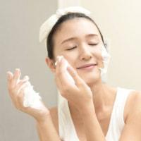 皮膚科医が教える!大人女性の「秋のゆらぎ肌」の原因と対策