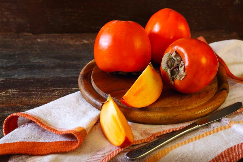 熟し過ぎの柿を活用!「柿」の意外な美味レシピ3つ