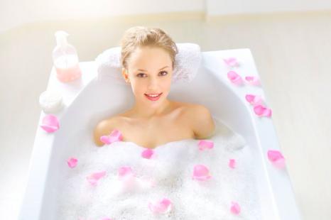 熱いお風呂で乾燥肌に!?全身しっとり入浴剤の作り方
