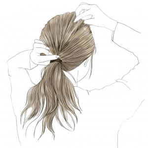 表面の毛束を指でつまんで、引き出します。髪の毛の表面に動きが出るので、白髪を目立たなくしながらこなれたオシャレ感をアップさせます