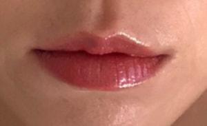 唇を部分的に見ても、たてジワが目立ちにくいです