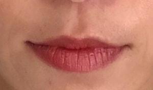 唇だけ部分的に見ると、年齢によるたてジワがかなり目立ちます