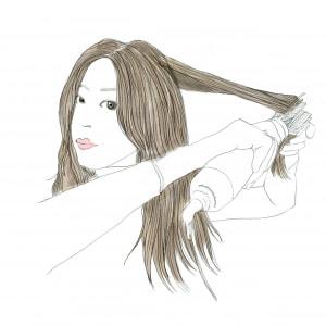 毛先のうねりは、毛先だけやってもうまくいきません。まずは、根元にくるくるドライヤーを入れて2秒くらい置き、ゆっくり毛先までとかしていきます