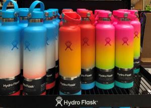 ハワイ限定カラーも3種類発売されてます。3色のグラーデションカラーがハワイらくし、とてもきれいです