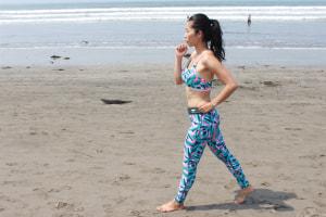有酸素運動は、ウォーキングやジョギング、縄跳び、エアロビクスダンス、水泳などを20分以上継続的に行う運動のことです