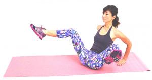 ゆっくり息を吸いながら、両ひざをはなします。広げる幅はできるだけ大きくしましょう